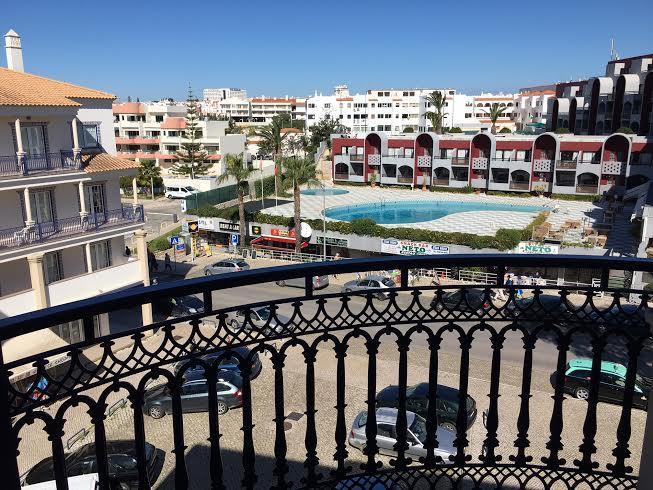 Modern T1 Beach Apartment - Image 1 - Albufeira - rentals