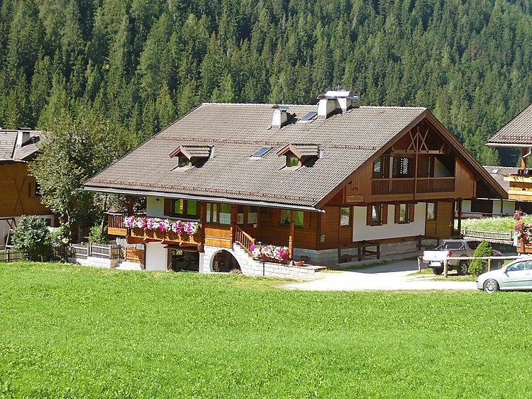 4 bedroom Villa in Canazei, Dolomites, Italy : ref 2057674 - Image 1 - Penia - rentals