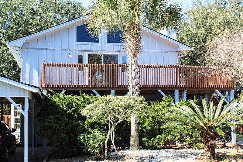 #13 5th Avenue - Upstairs - Close to the Beach, Shopping and Dining - Image 1 - Tybee Island - rentals