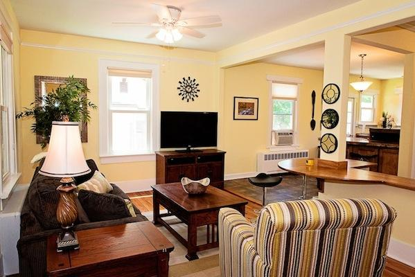 Living room - Cozy Cottage - Asheville - rentals