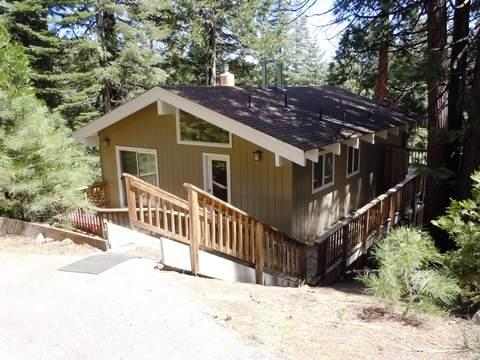 Front of House - Henry - Private Country Club Home with Lake View - Lake Almanor - rentals