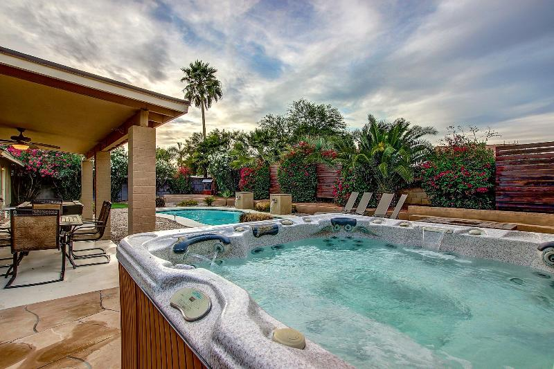 Amazing private yard with spa, heated pool with waterfalls and putting  green. - Executive Home- Heated Pool/Spa/Putt/Pool Table - Scottsdale - rentals