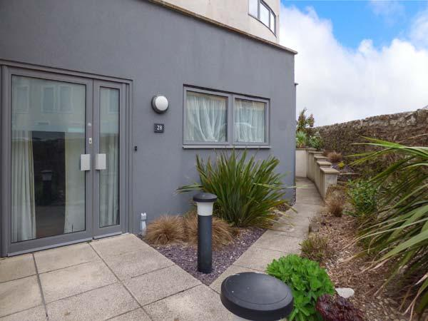 APARTMENT 28 all ground floor, next to beach and golf course, en-suite in Newquay Ref 935024 - Image 1 - Newquay - rentals