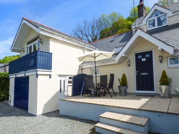 RAINBOW COTTAGE apartment, countryside views, open plan, WiFi, in Llanwrst Ref 936989 - Image 1 - Llanrwst - rentals