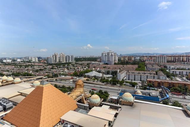 WINDOW VIEW FROM ALL SUITE TYPE - Studio Apartment, Sunway Pyramid Tower, Malaysia - Petaling Jaya - rentals