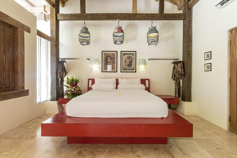 Bedroom 1 with king bed dressed in luxury bamboo linen. - Bali Ginger Villa Private Pool Spoilt in Seminyak - Seminyak - rentals