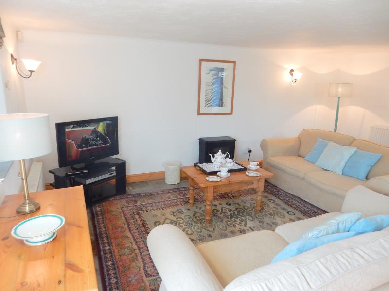 Wistaria's Lovely Lounge Area - Wistaria Cottage, Hartland, North Devon - Hartland - rentals
