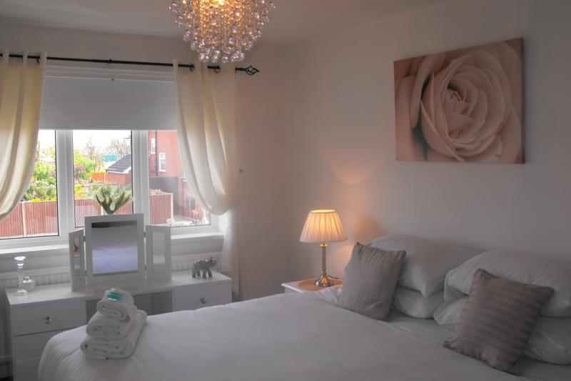 Master bedroom -   Superking size bed   - Modern 3 bed detached house with free WIFI. - Lytham Saint Anne's - rentals