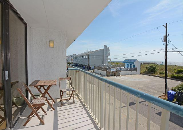 Paradise 106- Oceanview condo at Paradise Towers with a pool and beach access - Image 1 - Carolina Beach - rentals