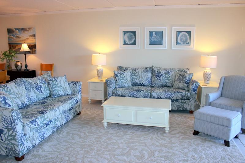 Relax in the large, sunny living room. - Enjoy our 3BR/2BA Kiernan Condo at the Pelicans - Fernandina Beach - rentals