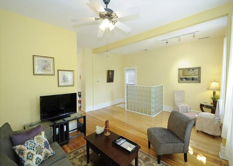 Furnished 2-Bedroom Apartment at N Honore St & N Elk Grove Ave Chicago - Image 1 - Chicago - rentals