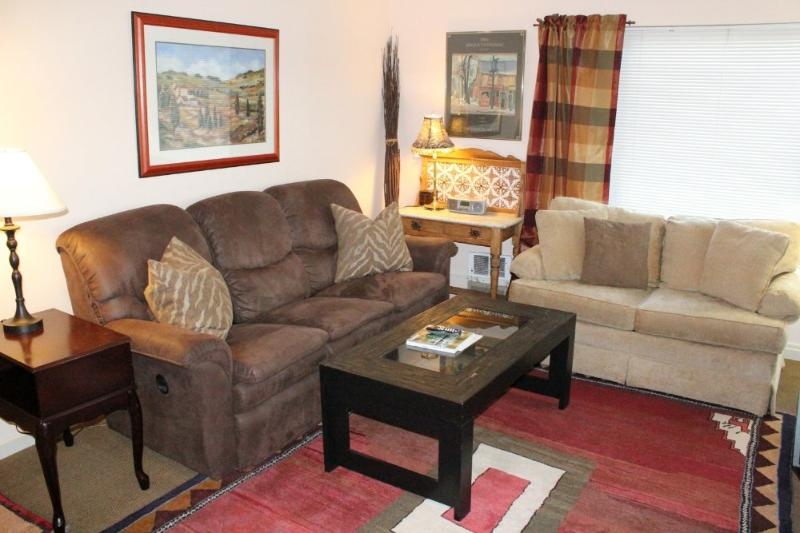 LOVELY AND SPACIOUS 1 BEDROOM, 1.5 BATHROOM APARTMENT - Image 1 - Seattle - rentals