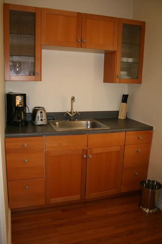 MODERN 1 BEDROOM 1 BATHROOM FURNISHED APARTMENT - Image 1 - Santa Monica - rentals