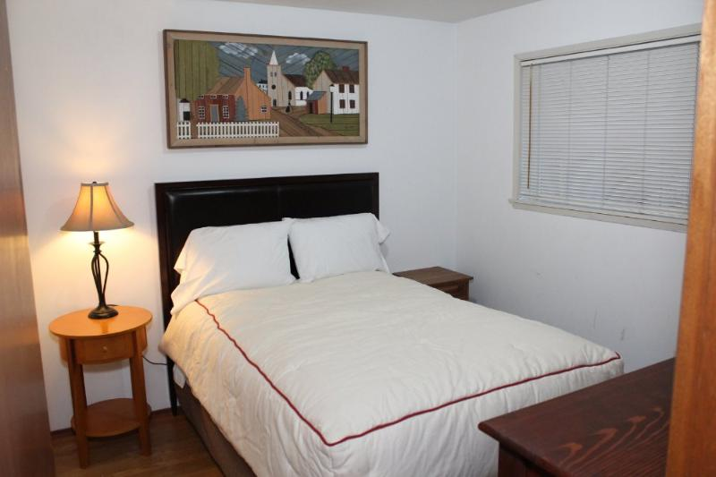 CHARMING AND BEAUTIFULLY FURNISHED 2 BEDROOM, 1 BATHROOM APARTMENT - Image 1 - Seattle - rentals