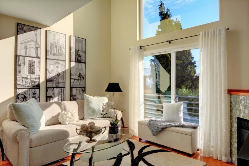 LUXURIOUS AND COZY 2 BEDROOM, 2.5 BATHROOM APARTMENT - Image 1 - Seattle - rentals