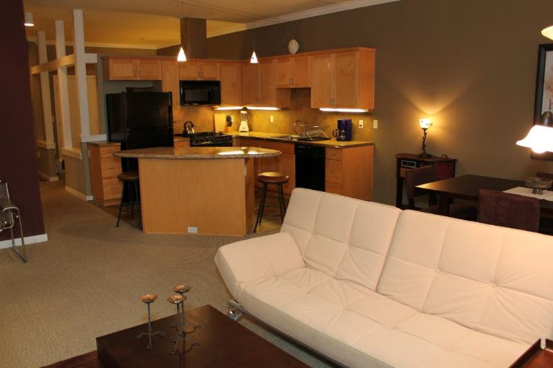CHARMING AND BEAUTIFULLY FURNISHED 1 BEDROOM, 1 BATHROOM APARTMENT - Image 1 - Seattle - rentals