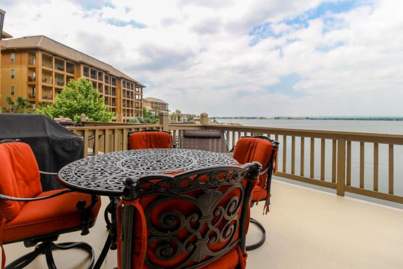 Lovely lakefront townhome boasting private dock and two decks! - Image 1 - Horseshoe Bay - rentals