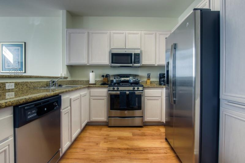 LOVELY AND VIBRANT FURNISHED 3 BEDROOM 2.5 BATHROOM APARTMENT - Image 1 - Los Angeles - rentals