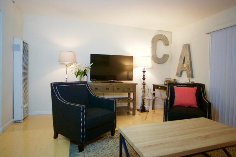 Spacious with Nice Layout - 1 Bedroom Apartment in Mountain View - Image 1 - Mountain View - rentals