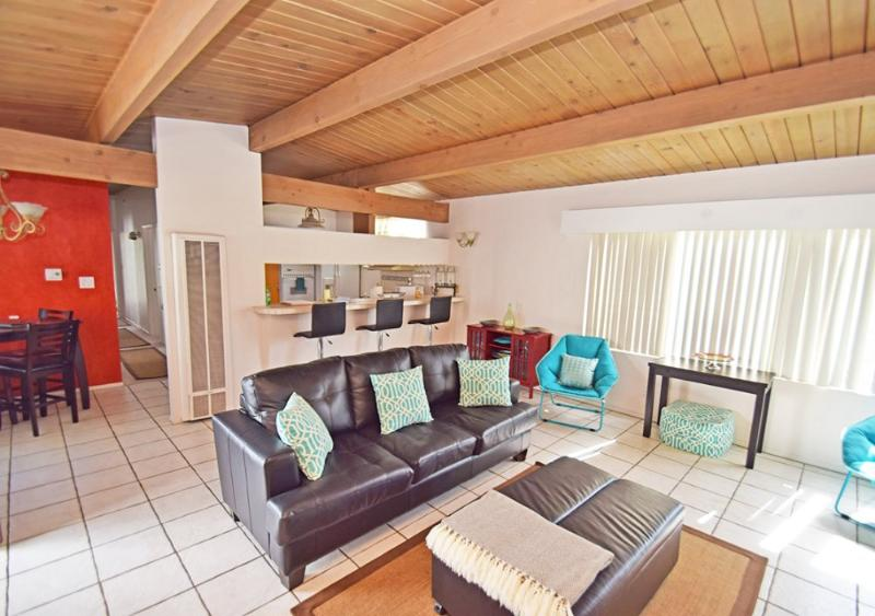 COMFORTABLE AND FURNISHED 2 BEDROOM CONDO - Image 1 - Manhattan Beach - rentals