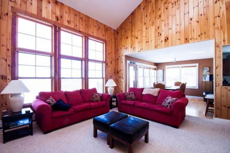 Luxury ski-in ski-out condo with spa, hot tub, pool access! - Image 1 - Killington - rentals