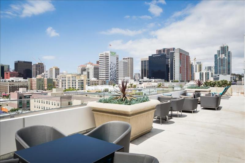 Stay Alfred Perfect Location Near Gaslamp and Petco Park L72 - Image 1 - San Diego - rentals