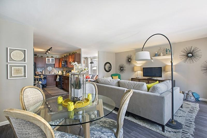 Penthouse - Two Bedroom/Two Bath with Dining - Image 1 - Chicago - rentals