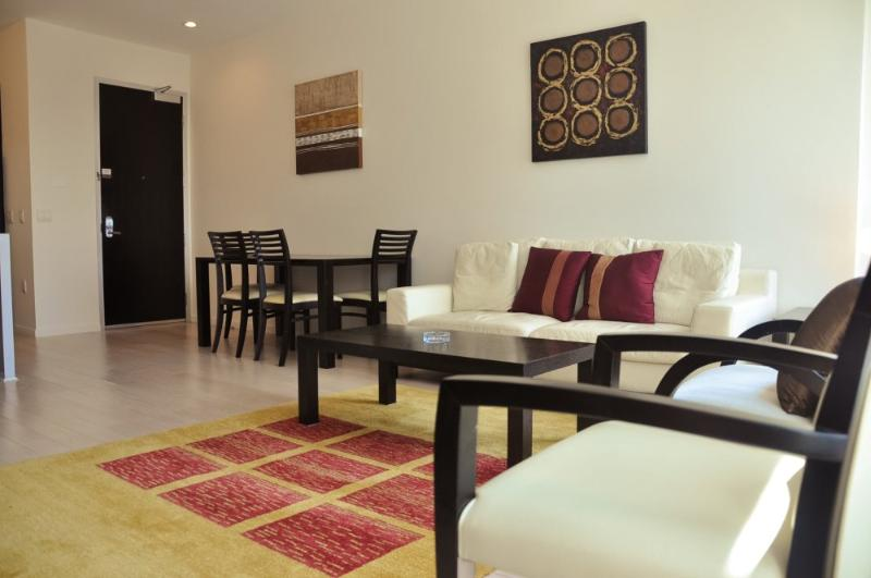 OUTSTANDING 2 BEDROOM 1 BATHROOM FURNISHED APARTMENT - Image 1 - Los Angeles - rentals