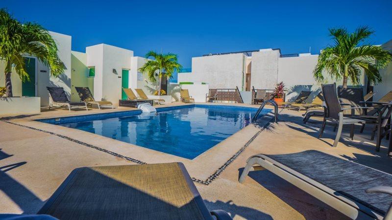 Fantastic Condo and Great Beach Area in N. Playa - Image 1 - Riviera Maya - rentals