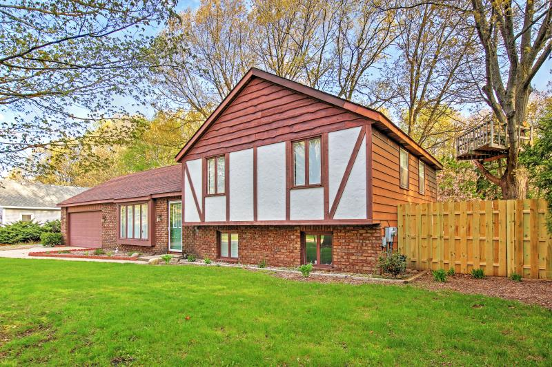 Welcome to Holland, Michigan! - Quiet 3BR Holland House - Near Holland State Park & Tunnel Park (Lake Michigan Beaches) *Remodeled - Holland - rentals