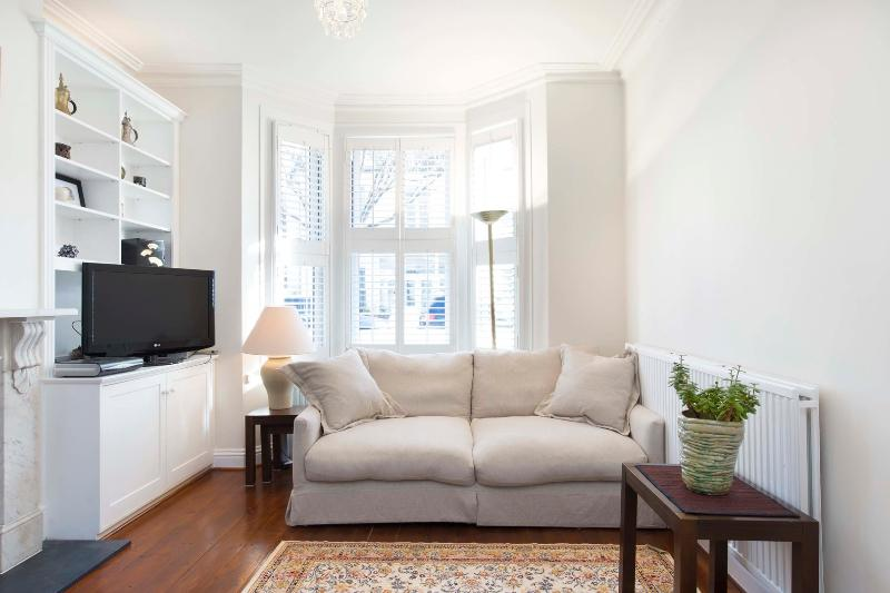 3 bed family home on Tasso Road, Hammersmith & Fulham - Image 1 - London - rentals