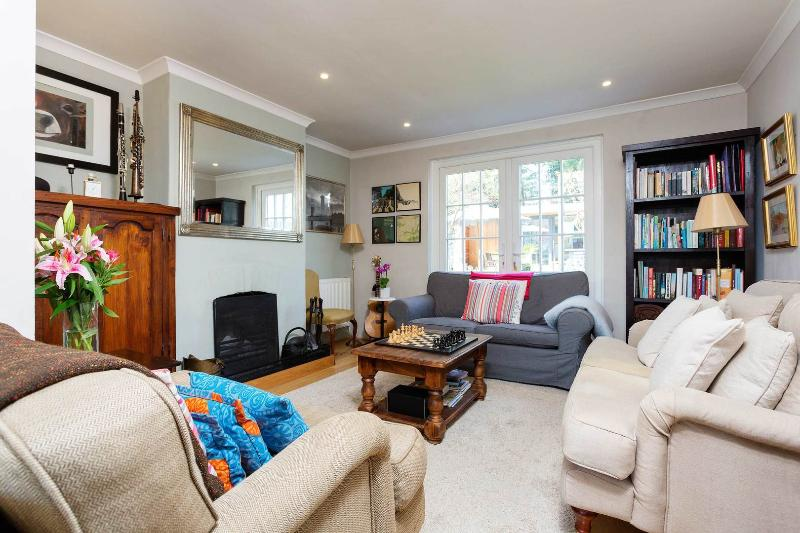 A bright and spacious house located in the leafy, country-like village of Barnes. - Image 1 - London - rentals