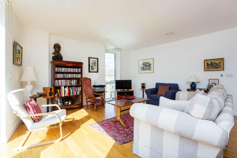 A light and sunny apartment in Tower Hamlets. - Image 1 - London - rentals
