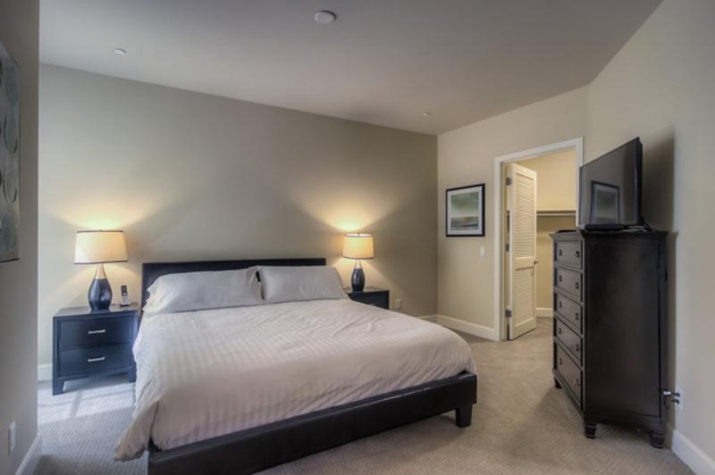 GORGEOUS  FURNISHED 2 BEDROOM 2 BATHROOM APARTMENT - Image 1 - Glendale - rentals
