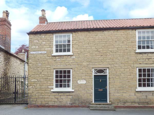 THE OLD PIPE HOUSE, semi-detached Georgian house, woodburning stove, enclosed garden, in Malton, Ref 938055 - Image 1 - Malton - rentals