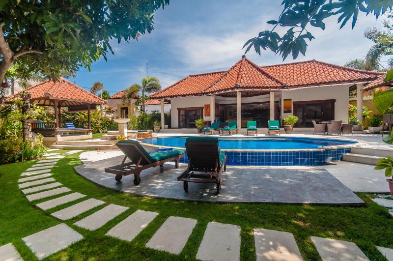 3 Bedrooms - Villa Ginger - Central Seminyak - Image 1 - Seminyak - rentals