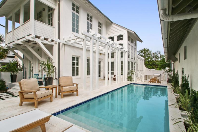 Enjoy a refreshing dip in your private pool. - Private outdoor pool and kitchen, completely renovated in 2015, spacious and bright - Kingston - Rosemary Beach - rentals
