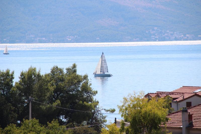 Comfortable Apartment between Split and Trogir - Image 1 - Kastel Kambelovac - rentals