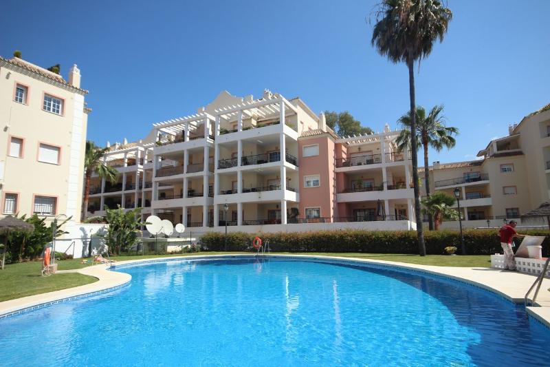 1804 - 2 bed apt, River Gardens,  Nueva Andalucia - Image 1 - Nueva Andalucia - rentals