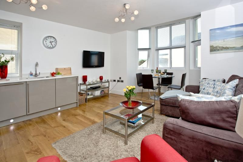 5 At the Beach located in Torcross, Devon - Image 1 - Salcombe - rentals