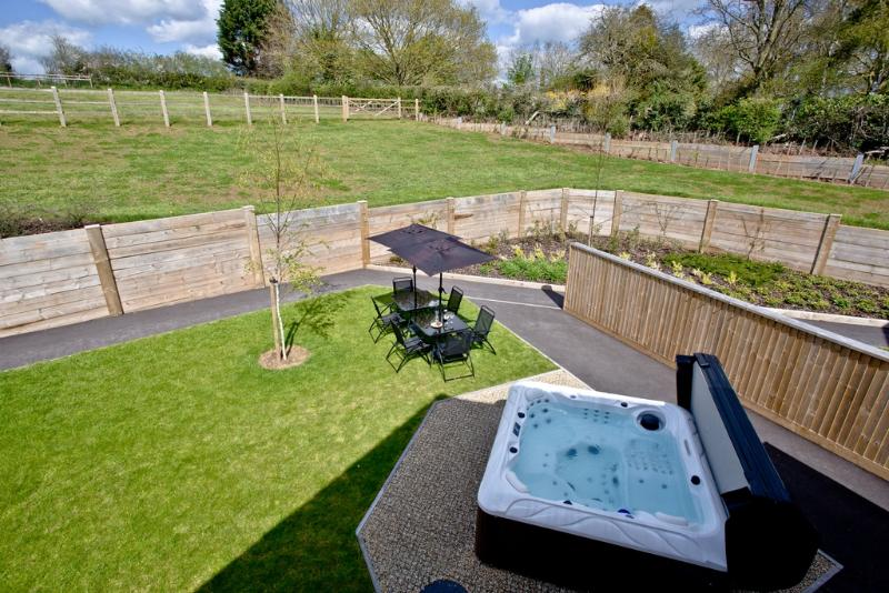 Levels View located in Glastonbury, Somerset - Image 1 - Middlezoy - rentals