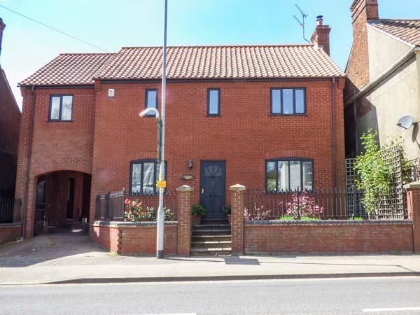 72A LONDON STREET, woodburner, central location, parking, garden, in Swaffham, Ref 923999 - Image 1 - Swaffham - rentals