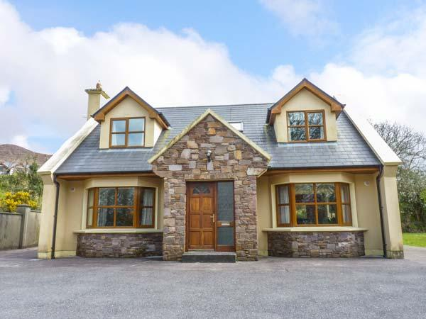HOLIDAY COTTAGE well-presented, detached, en-suite, pet-friendly, in Glenbeigh Ref 935059 - Image 1 - Glenbeigh - rentals