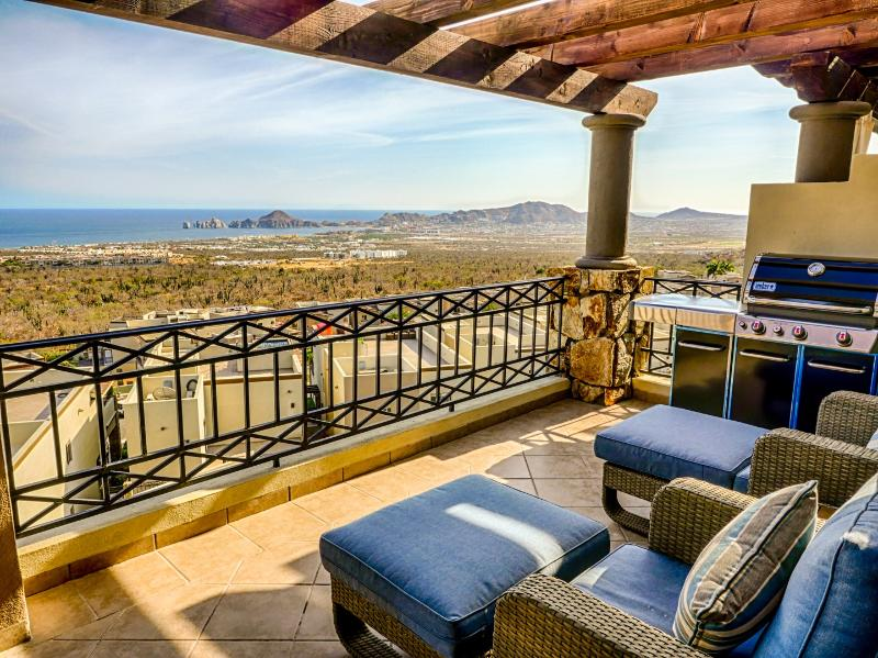 Lanai with huge Weber propane BBQ for grilling fresh seafood, steaks, burgers.. - Panoramic Cabo San Lucas View-2 bedroom penthouse condo - Cabo San Lucas - rentals