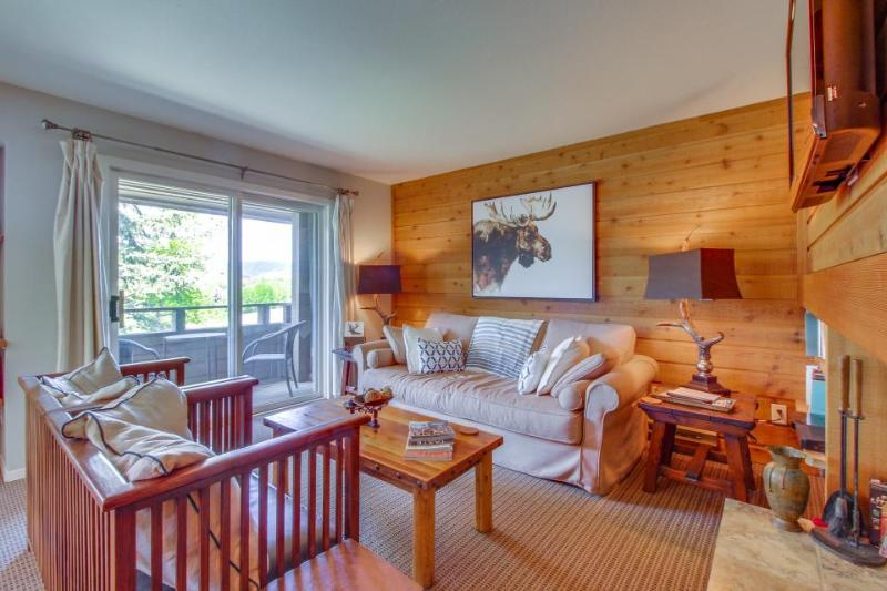 Newly-remodeled, with great views. Close to pool & hot tub! - Image 1 - Sun Valley - rentals