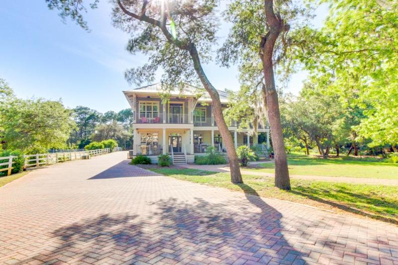 Spacious, charming house with bay view, jetted tub, and shared pool! - Image 1 - Panama City Beach - rentals