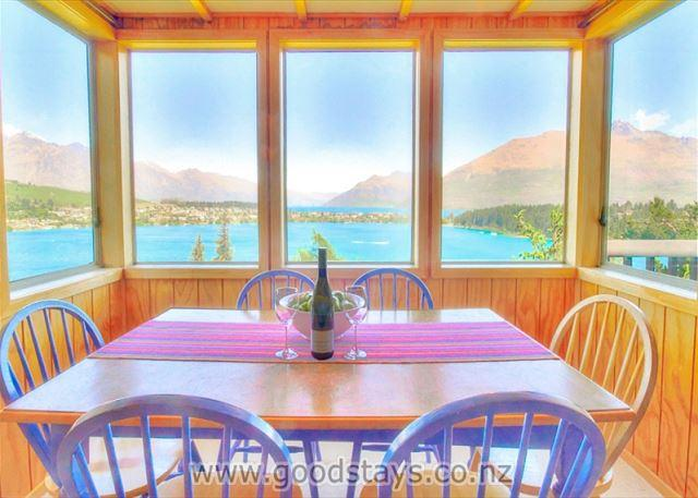 Panoramic views from a classic kiwi holiday home, close to town - Image 1 - Queenstown - rentals