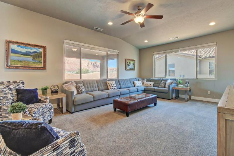 Brand new home with access to shared swimming pools and a 20-person hot tub! - Image 1 - Santa Clara - rentals