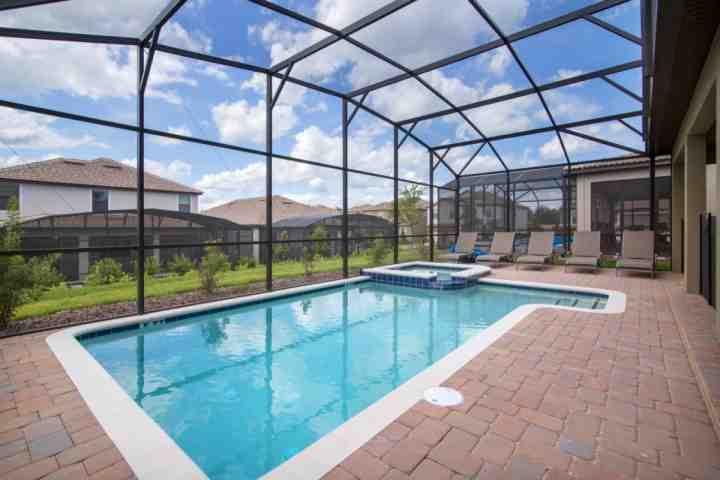 Over Size Lanai and Pool Area w/Spa & Safety Fence - 9160 Champions Gate - Davenport - rentals