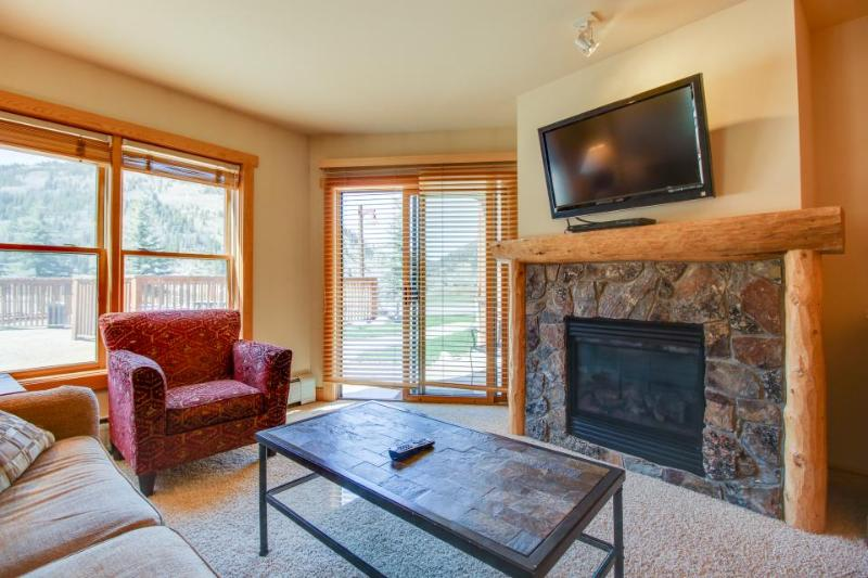 Walk to lifts from outdoor lovers' condo w/ sauna, hot tub, & shared pool! - Image 1 - Copper Mountain - rentals